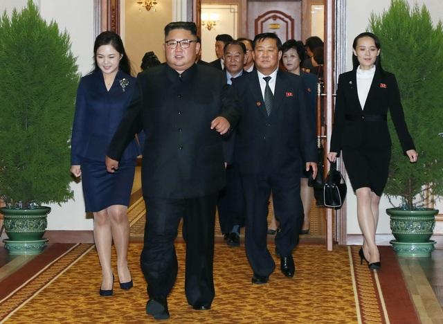 Sau đó, bà di chuyển tới nhà khách Paekhwawon, nơi Tổng thống Moon và phu nhân nghỉ lại trong 3 ngày ở Triều Tiên, kiểm tra lại các thủ tục tiếp đón.