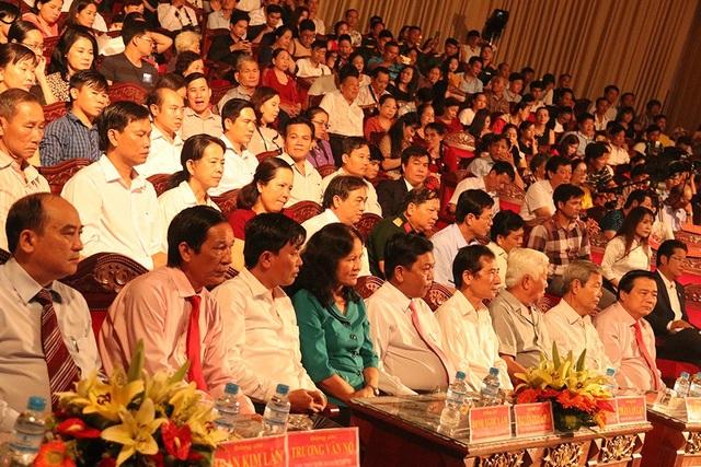 Đông đảo các khán giả đã có mặt tham dự Bế mạc liên hoan sân khấu cải lương 2018