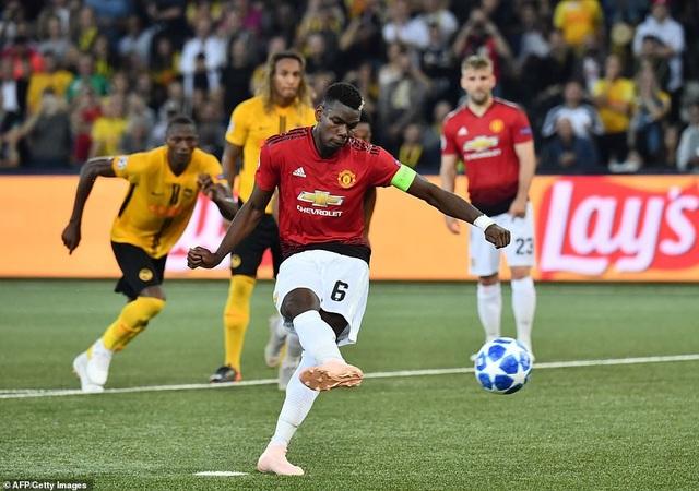 Cuối hiệp một, Man Utd được hưởng quả phạt đền, Pogba lĩnh trách nhiệm đá phạt và anh đã ghi bàn thắng thứ hai cho Man Utd