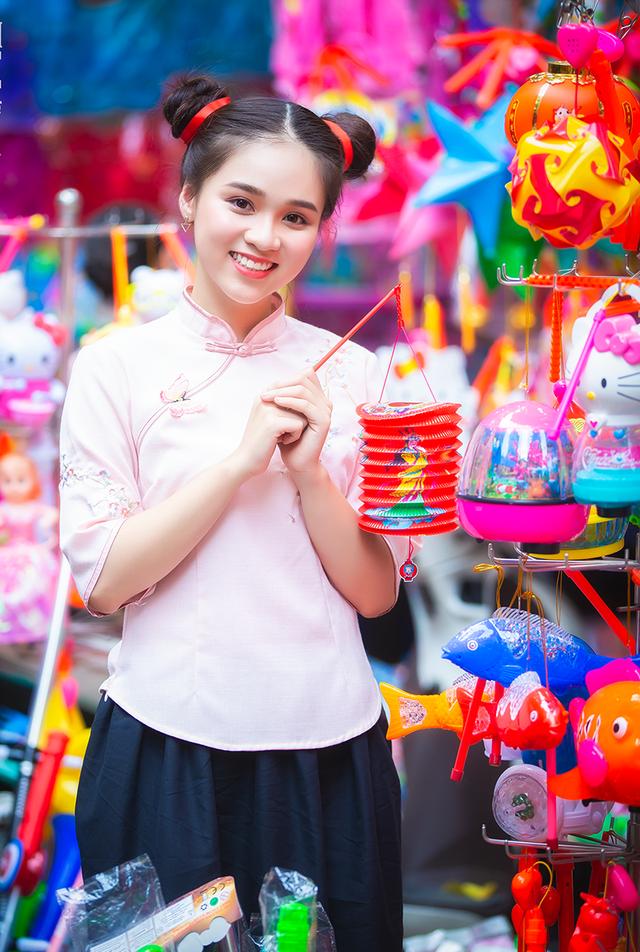 Nữ sinh tuổi 18 trở lại tuổi ấu thơ với đồ chơi Trung thu truyền thống - 7