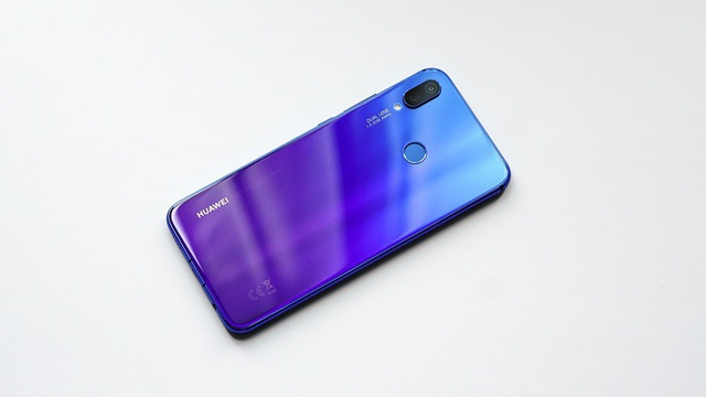 Huawei Nova 3i phiên bản Tím Iris liên tục cháy hàng