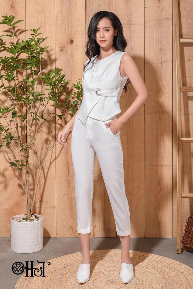 Set bộ trắng tinh khôi mang đến sự nhẹ nhàng, dung dị mà vẫn tinh tế, khác biệt.