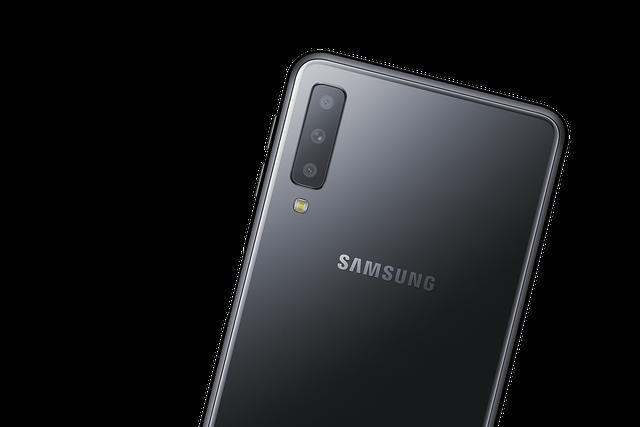 Samsung bất ngờ tung smartphone tầm trung sở hữu 3 camera - 2
