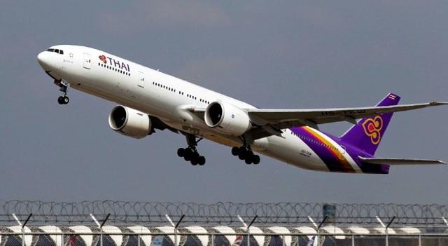 Fan Thái Lan bị tóm vì lẻn vào sân bay gặp thần tượng Hàn Quốc - 1