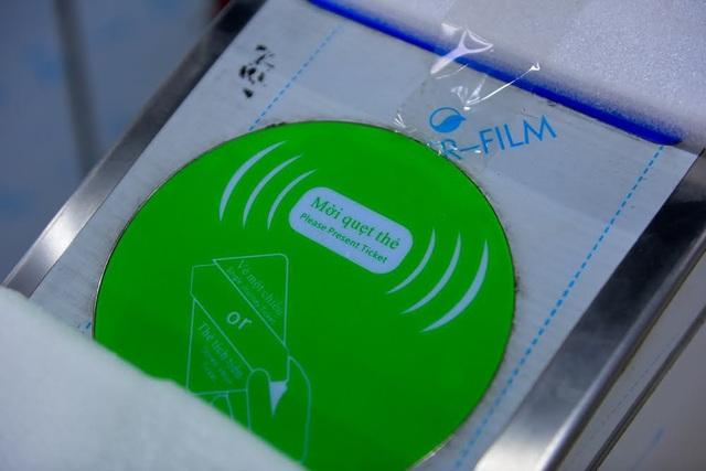 Vé tàu sử dụng công nghệ quẹt thẻ điện tử tự động