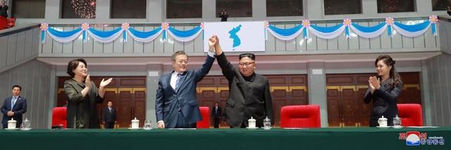 Đây là một trong số các hoạt động hoành tráng do nước chủ nhà Triều Tiên tổ chức để tiếp đón tổng thống Hàn Quốc nhân chuyến thăm kéo dài 3 ngày của ông Moon Jae-in tới Bình Nhưỡng.