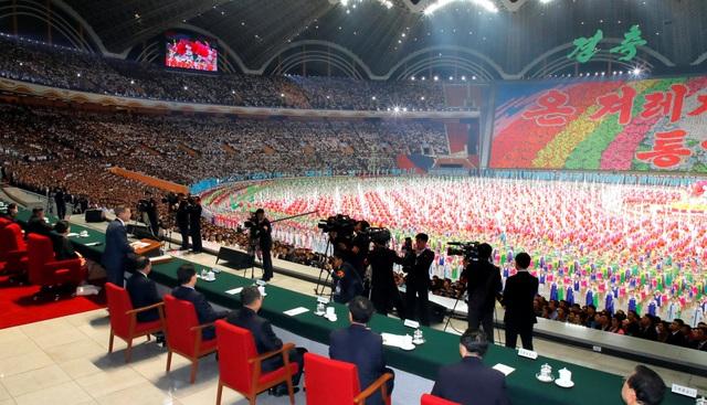 Ông Moon Jae-in là tổng thống Hàn Quốc đầu tiên có bài phát biểu trước công chúng Triều Tiên. Bài phát biểu này ban đầu dự định chỉ kéo dài từ 1-2 phút trước khi chương trình nghệ thuật bắt đầu, song cuối cùng đã kéo dài tới 7 phút.