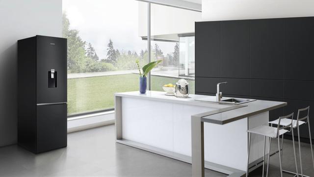 Không gian bếp trở nên sang trọng hơn với thiết kế tối giản nhưng thanh lịch của chiếc tủ lạnh Samsung ngăn đông dưới