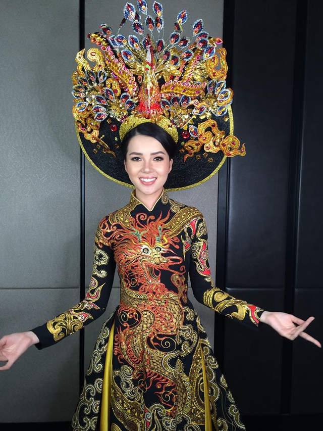Trang phục dân tộc của Huỳnh Thuý Vi tại Miss Asia Pacific International.