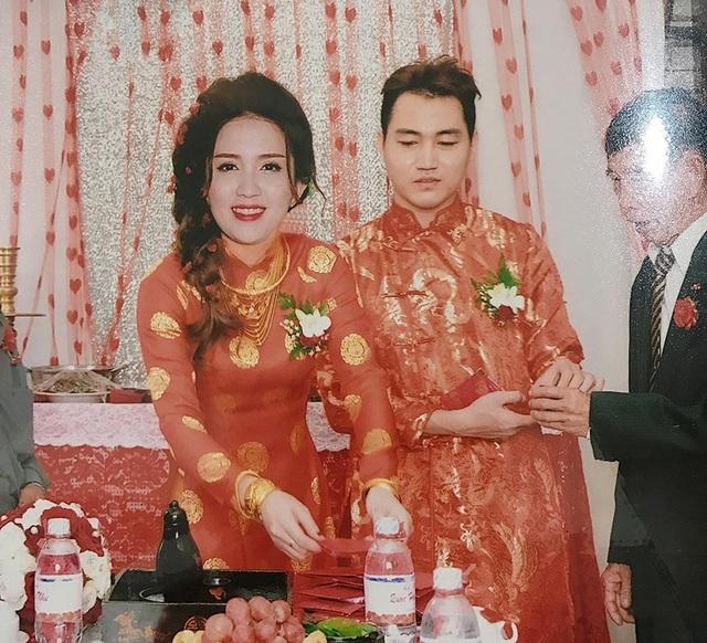 Những bức ảnh cưới ghép khá thô của cặp đôi ở Đồng Tháp