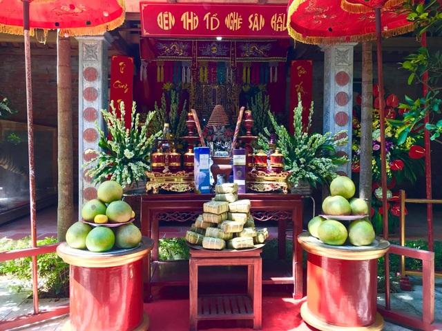 Quang cảnh chuẩn bị cho lễ giỗ Tổ nghề sân khấu tại Thiên Trường vọng phủ.
