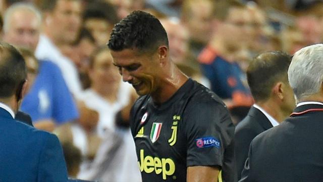 C.Ronaldo tự làm hại chính mình bởi 1 phút không làm chủ được bản thân