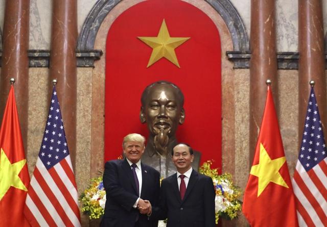 Chủ tịch nước Trần Đại Quang tiếp đón Tổng thống Donald J. Trump tại Phủ Chủ tịch, Hà Nội tháng 11/2017. (Ảnh: Đại sứ quán Mỹ)