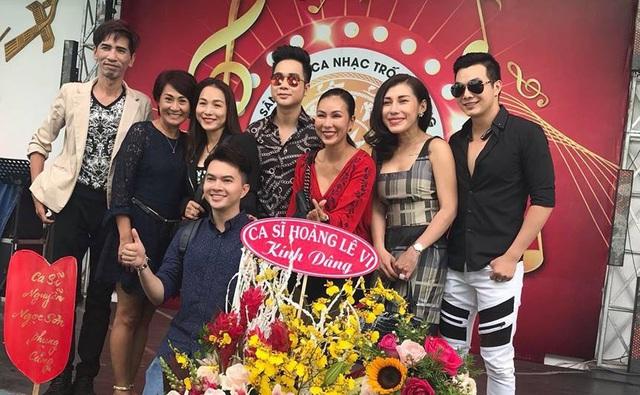 Các nghệ sĩ Nam Cường, Khánh Ngọc, Quách Tuấn Du, Hoàng Lê Vi... cũng tề tựu tại sân khấu ca nhạc nổi tiếng của TPHCM trong ngày đặc biệt này