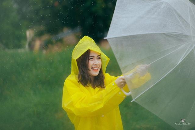 Dù sở hữu chiều cao trung bình 1m59, Hạnh Lê vẫn được các nhiếp ảnh yêu mến, thường đặt lịch chụp ảnh bởi cô sở hữu nụ cười rất đáng yêu.