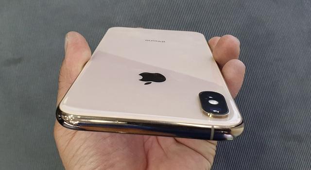 Xuống dưới 30 triệu đồng, iPhone XS vẫn bị chê đắt và ế ẩm - 2