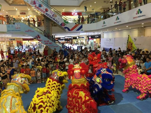Múa lân mùa Trung thu: Nhận 50 show trong vài ngày, bỏ túi cả trăm triệu - 1