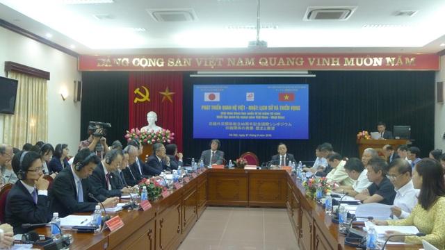 Hội thảo có sự tham gia của Đại sứ Nhật Bản Umeda Kunio và nhiều diễn giả bao gồm cả các diễn giả đến từ các tổ chức đại diện của Nhật Bản ở Việt Nam. (Ảnh: Minh Phương)