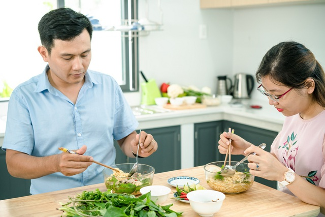 Nhiều người tiêu dùng trở nên ngần ngại khi dùng mì ăn liền bởi tin đồn cho rằng món này khó tiêu với cơ thể