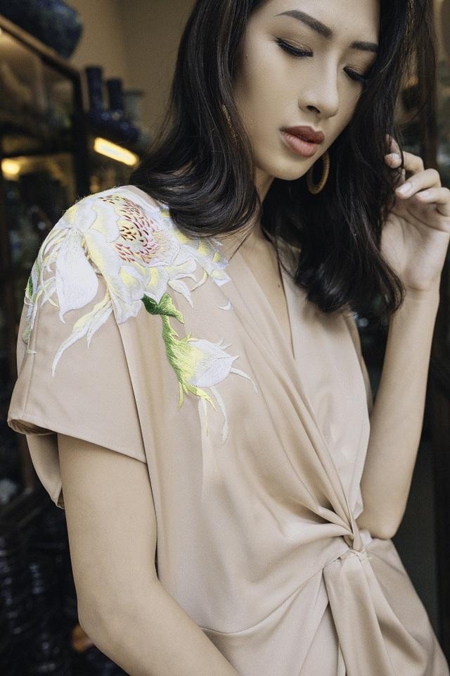 """NTK Thanh Thuý """"thêu"""" váy áo bằng kí ức chong đèn dầu sợ hoa quỳnh… xấu hổ - 7"""