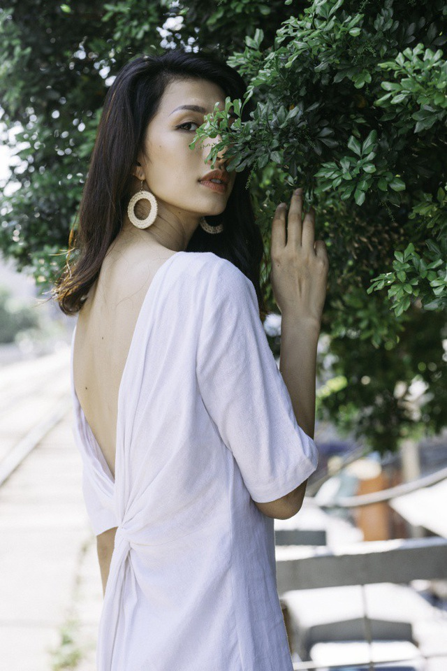 """NTK Thanh Thuý """"thêu"""" váy áo bằng kí ức chong đèn dầu sợ hoa quỳnh… xấu hổ - 9"""