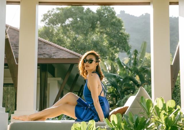Người đẹp đã có thời gian thảnh thơi tắm nắng, bơi lội hay nằm đọc sách trong không gian yên tĩnh.