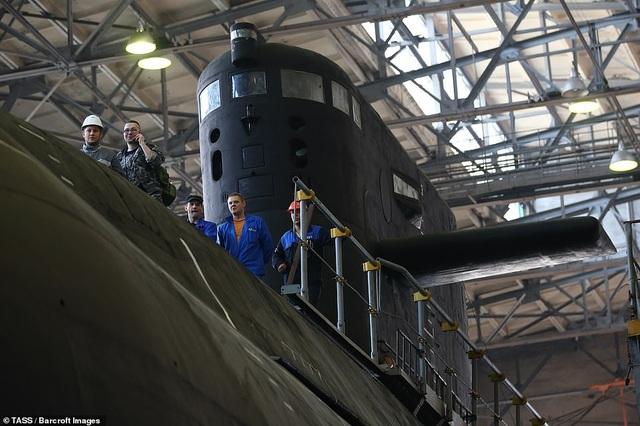 """Theo ông Viktor Chirkov, cựu tư lệnh Hạm đội Baltic Nga và hiện là cố vấn cấp cao tại công ty đóng tàu nhà nước Nga, Kronstadt được gọi là tàu ngầm """"tàng hình"""" vì các thiết bị tối tân được trang bị trên tàu sẽ gây khó khăn cho đối phương trong việc phát hiện tàu dưới nước."""