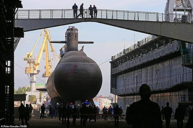 Tàu ngầm mới được hạ thủy của Nga có khả năng bảo vệ các căn cứ hải quân, tiến hành các chiến dịch trinh sát và tấn công các tàu nổi cũng như tàu ngầm của đối phương.