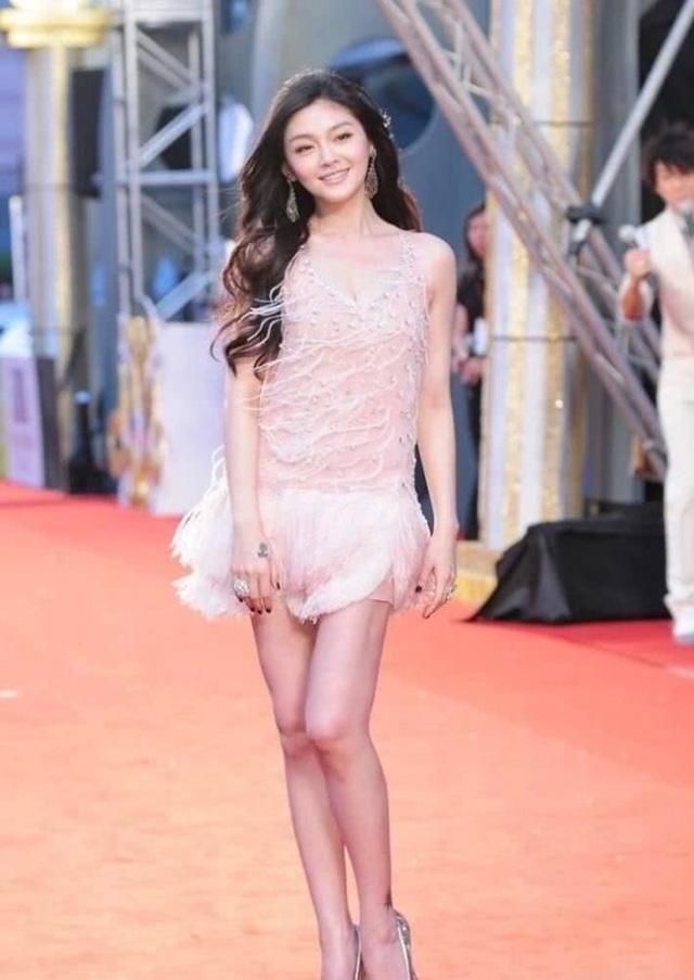 Thời điểm này, Từ Hy Viên đã là một ngôi sao hạng A của làng giải trí xứ Đài với một loạt những bộ phim truyền hình nổi tiếng, trong đó phải kể tới Vườn Sao Bằng...