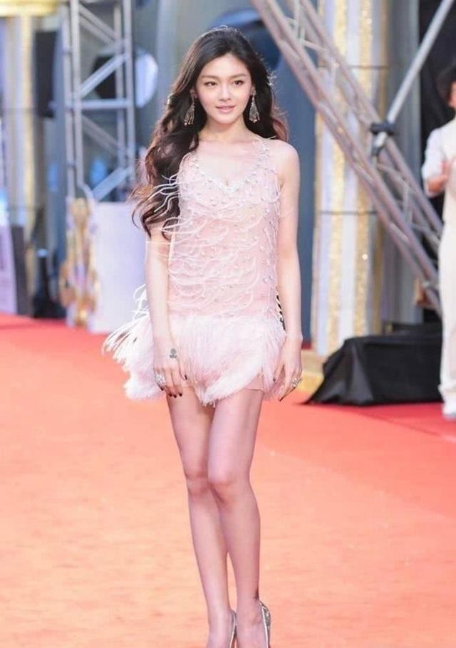 Từ Hy Viên tới dự một sự kiện điện ảnh tại Đài Loan cách đây 10 năm. Khi đó, cô mới 30 tuổi, dáng vóc thanh mảnh, tóc dài quyến rũ và gương mặt trẻ trung.