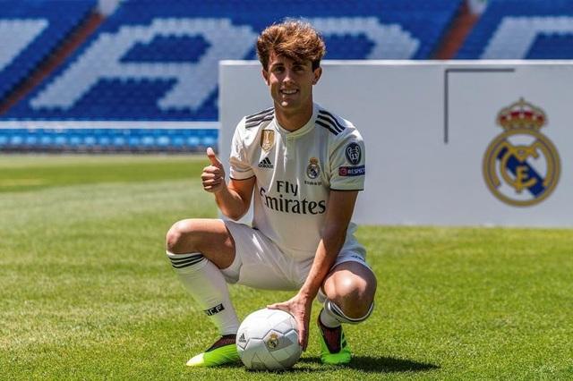 Alvaro Odriozola có thể đá trận ra mắt cho Real Madrid vào đêm nay