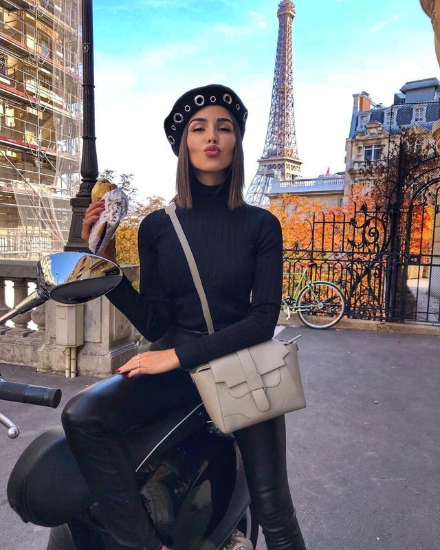 Hoa hậu 26 tuổi thường chia sẻ những bí quyết làm đẹp và tư vấn thời trang trên trang cá nhân của mình