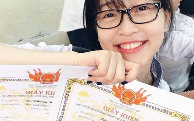 Trong suốt 12 năm học phổ thông, Phương Nga luôn là học sinh giỏi. Tốt nghiệp THTP, cô đỗ vào chuyên ngành Tài chính, Đại học Kinh tế Quốc dân.