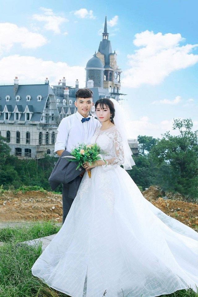 Hai vợ chồng Nam và Minh