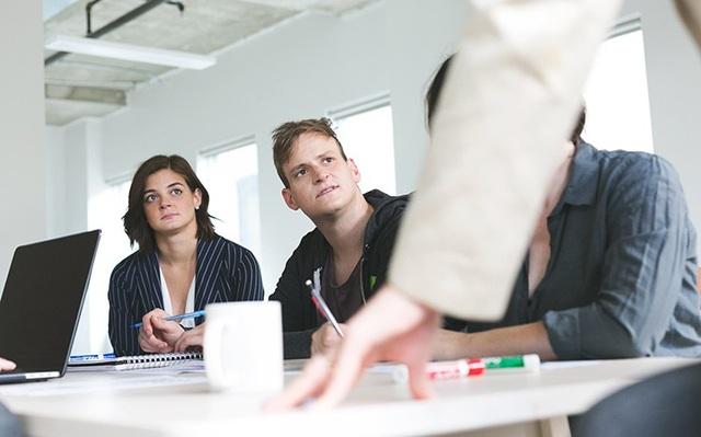 Cách đối phó với đồng nghiệp có tâm lý hơn thua - 1