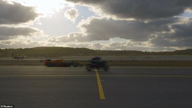 Chiếc Kawasaki chỉ về đích nhỉnh hơn đôi chút so với chiếc xe đua F1