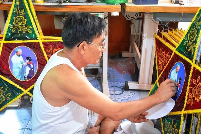 Cả làng Báo Đáp có khoảng 1.000 hộ thì hơn nửa hộ dân làm nghề, mỗi năm cung cấp cho thị trường cả nước khoảng 1,5 - 2 triệu cây đèn
