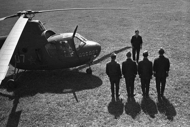 Ngày 20/9/1948, Mi-1, trực thăng quân sự đầu tiên được Liên Xô sản xuất hàng loạt, đã thực hiện chuyến bay đầu tiên. Mi-1 chính thức được biên chế vào năm 1950 và được Nga sản xuất trong 16 năm. Hơn 1.000 trực thăng Mi-1 đã được chế tạo ở Liên Xô và 1.594 chiếc ở Ba Lan.