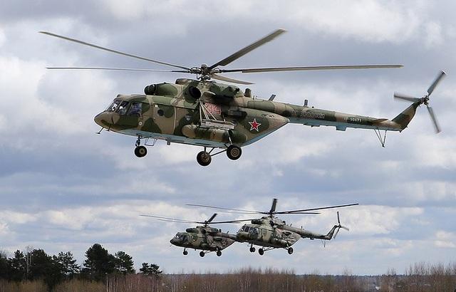 Cục Thiết kế Mil là một trong những nơi phát triển trực thăng hàng đầu thế giới, đặc biệt là trực thăng vận tải hạng nặng. 99% trực thăng của Liên Xô trước đây được chế tạo theo thiết kế của Mil. Trong ảnh: Trực thăng Mi-8 thường được sử dụng như một trực thăng vận tải, trung tâm chỉ huy trên không, ngoài ra còn có khả năng trinh sát và chiến đấu. Mi-8 là một trong những trực thăng được sản xuất phổ biến nhất thế giới với 92 quốc gia sử dụng.