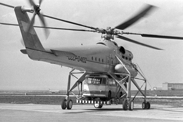 Mi-10 là trực thăng vận tải quân sự của Liên Xô, được phát triển từ Mi-6 và bắt đầu đưa vào hoạt động từ năm 1963. Mi-10 được thiết kế đặc biệt để có thể chuyên chở các hàng hóa cồng kềnh và tải trọng lớn.