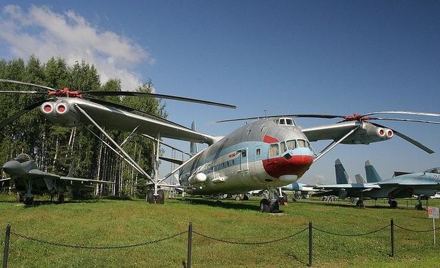 Trực thăng Mi-12 là trực thăng lớn nhất từng được chế tạo với trọng lượng cất cánh hơn 100 tấn. Mi-12 có thể được dùng để chở tên lửa đạn đạo tới bệ phóng thay vì di chuyển bằng đường bộ.
