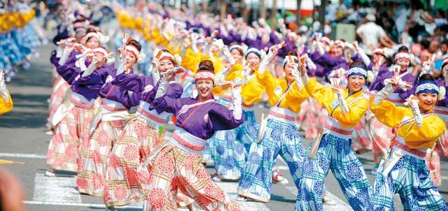 Điệu múa hạnh phúc của người Nhật có tên Yosakoi được tái hiện tại Ngày hội. Đây là điệu múa không thể thiếu trong các Lễ hội của người Nhật.