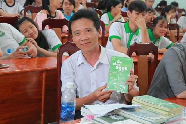 Nhiều năm qua, mọi người xung quanh đều nhìn thấy sự miệt mài của thầy trong việc đưa sách về học trò.