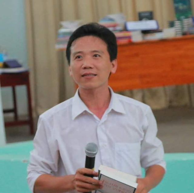Thầy Huỳnh Văn Thế trong các buổi giới thiệu sách với học trò