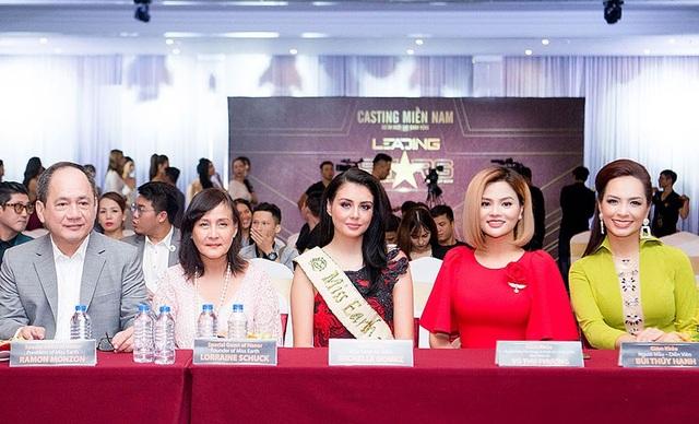 Đặc biệt, ông chủ tịch cuộc thi Miss Earth là Ramon Monzon và bà chủ tịch Lorraine Schuck cùng Hoa hậu Miss Earth - Air 2016 Michelle Gómez cũng đã đến Việt Nam góp mặt trên hàng ghế giám khảo.