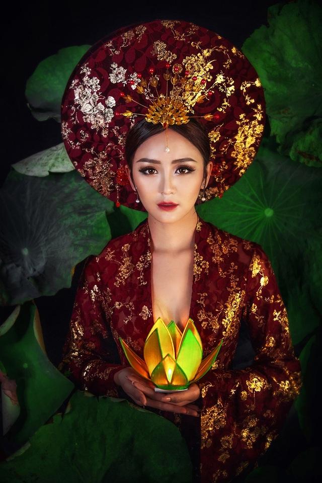 Hoa khôi Hải Yến đã được ekip chăm chút kĩ càng để hoàn thành bộ ảnh vô cùng huyền ảo này.