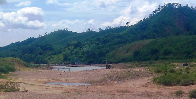 Khai thác cát, sỏi tại huyện Đakrông