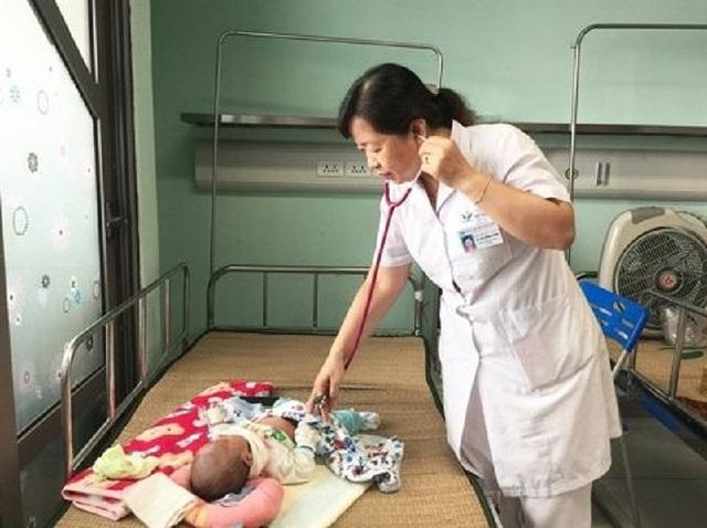 Trẻ ồ ạt nhập viện do bị vi rút nguy hiểm tấn công - 1