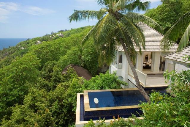 Biệt thự Banyan Tree Seychelles nằm yên bình giữa quang cảnh ngoạn mục của núi rừng và biển cả