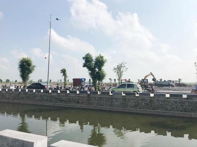 Nơi Chủ tịch nước Trần Đại Quang an nghỉ gần nhà của ông ở quê (xã Quang Thiện, huyện Kim Sơn, tỉnh Ninh Bình).